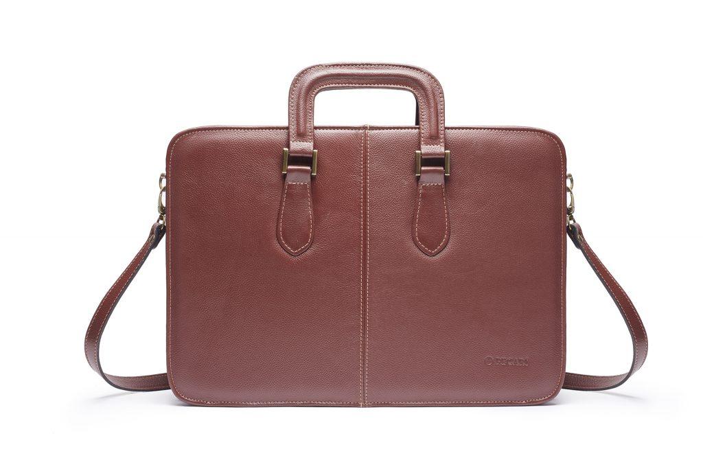 Fotografía de producto de maletín marrón para catalogo.