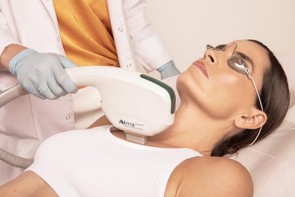 Fotografía de tratamiento en clínica estética
