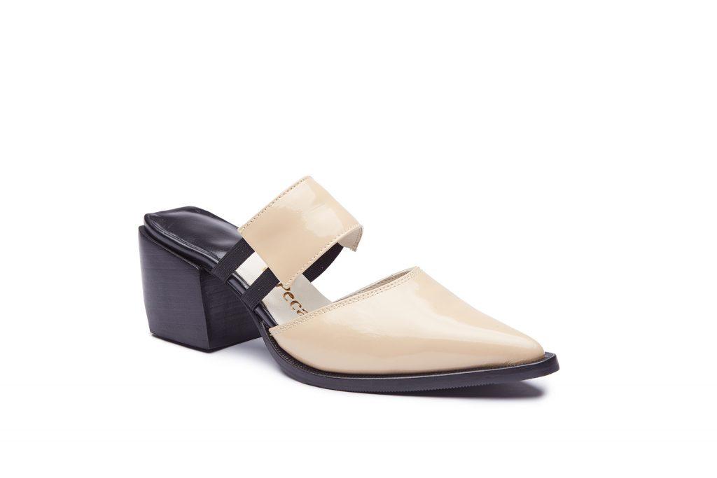 Fotografia de producto, zapato femenino recortado sobre fondo blanco